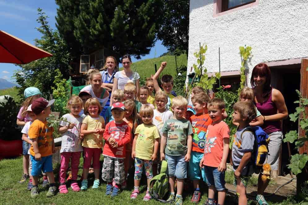 Kindergarten Anras zu Besuch am Feschtlahof